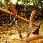 couteaux de chasse et hache
